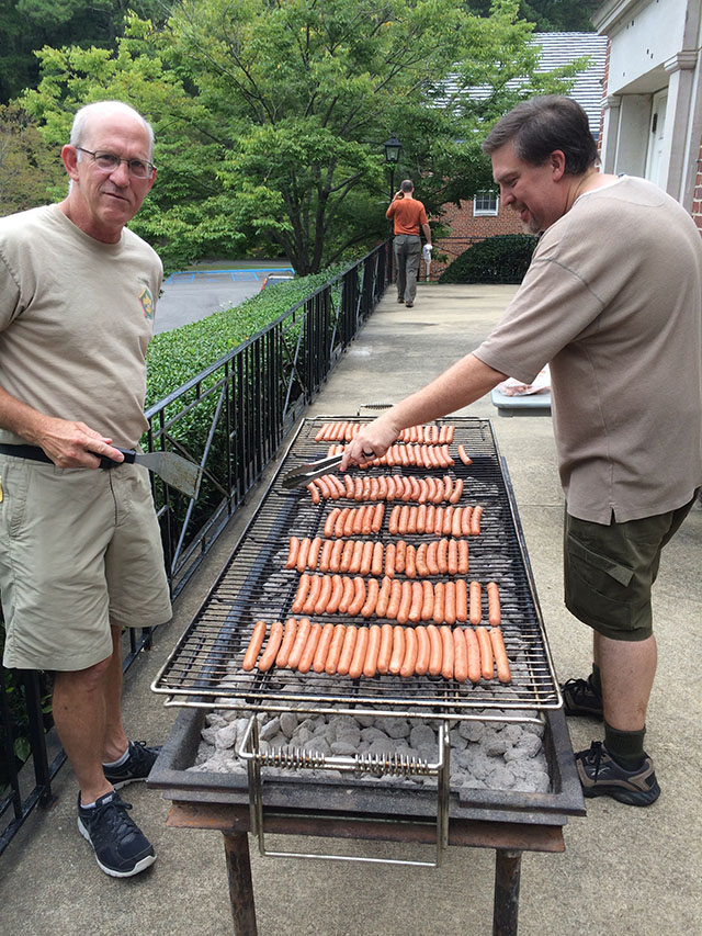 The Advance-O-Rama grub staff keep everyone happy.
